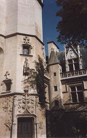 Дворец аббатов Клюни.