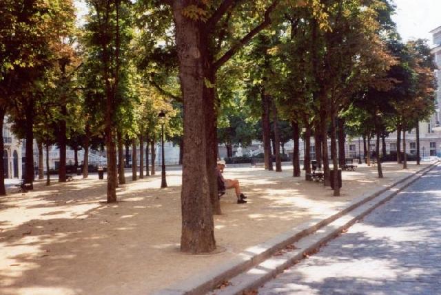 Площадь Дофина
